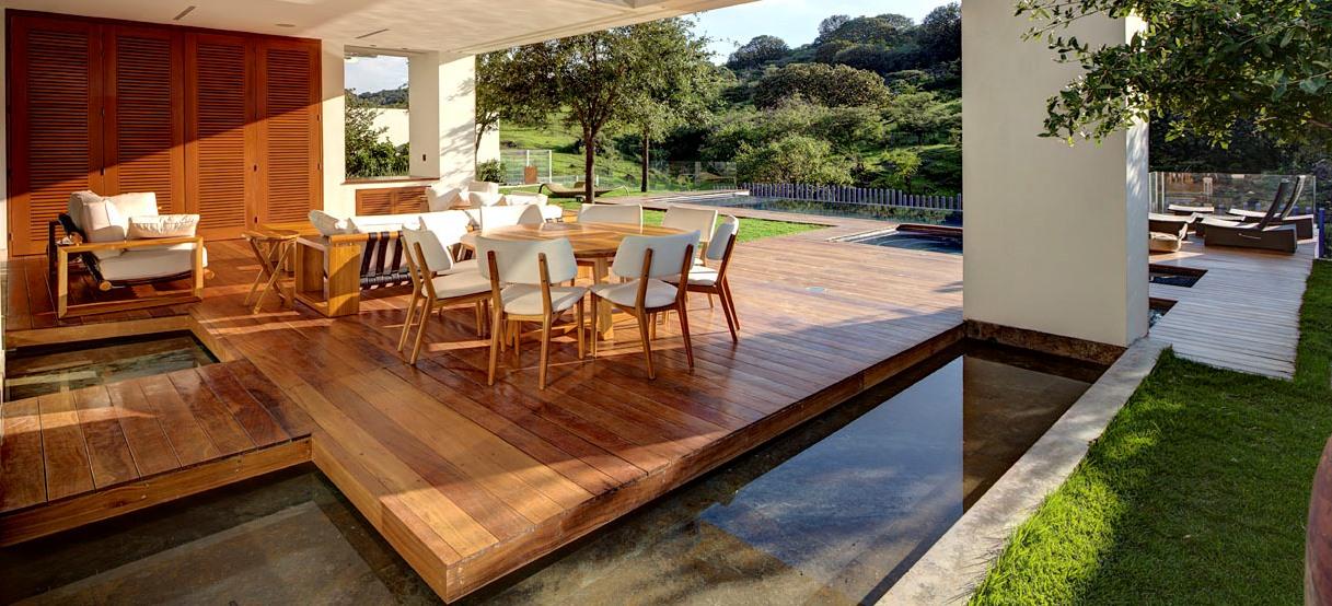 lames de terrasse cumaru parquets bordeaux. Black Bedroom Furniture Sets. Home Design Ideas